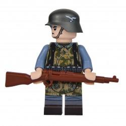 United Bricks WW2 Luftwaffe Field Soldier With Zeltbahn LEGO Minifigure