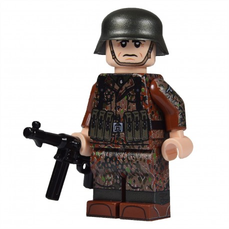 United Bricks WW2 German in Dot 44 (MP40) LEGO Minifigure Military
