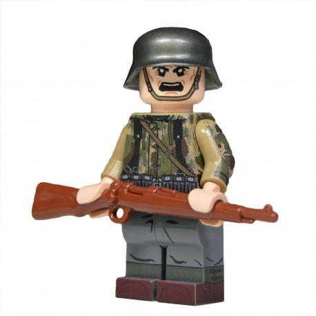 United Bricks - WW2 German Panzergrenadier in Swamp Camo Minifigure lego army