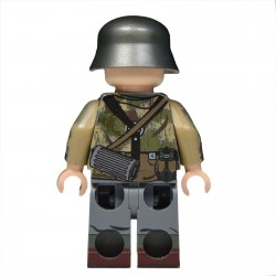 United Bricks - WW2 German Panzergrenadier in Swamp Camo Minifigure lego army
