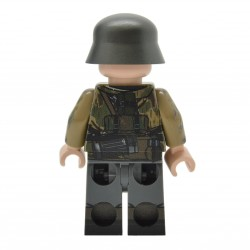 United Bricks - WW2 German Soldier in Swamp Camo Minifigure