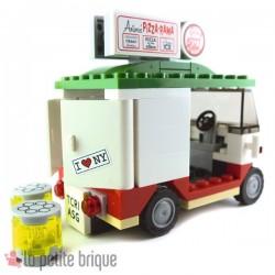 """Lego Accessoires Mini set : Camionnette de livraison de Pizza """"Antonio's Pizza-Rama"""" (La Petite Brique)"""